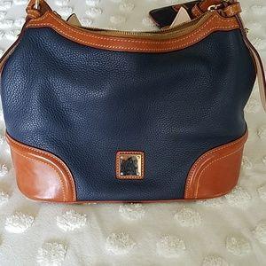 Dooney & bourke handbag with wristet